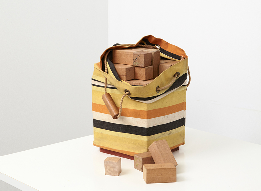 SOLD Ko Verzuu Toy Bag with Wooden Cubes ADO 1950
