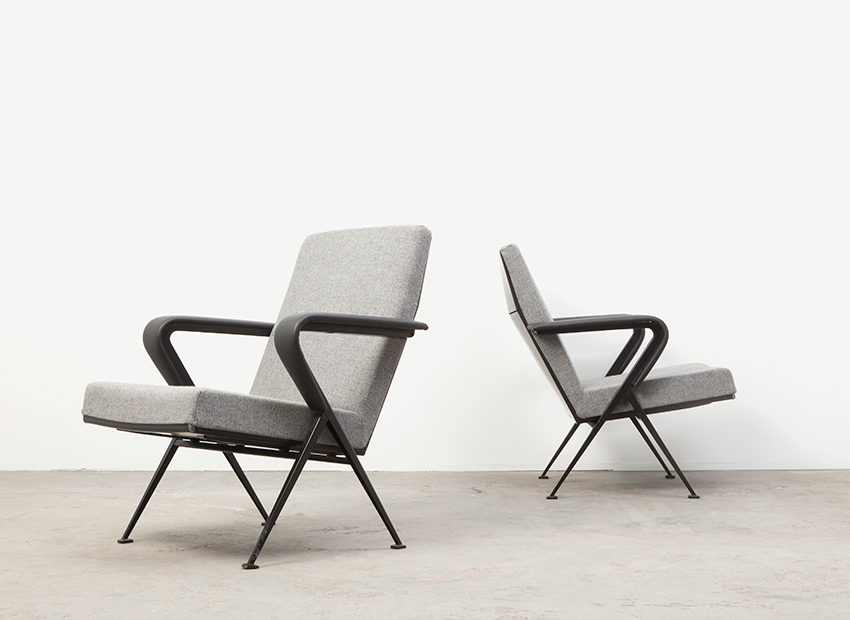 SOLD Friso Kramer A Pair of Repose Lounge Chairs Ahrend De Cirkel 1959