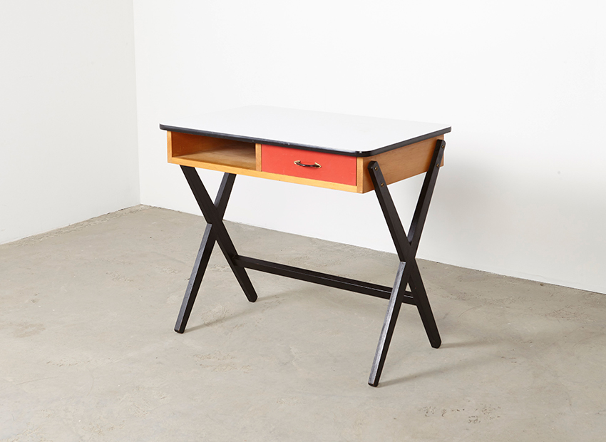 CoenDeVries Desk Devo 2