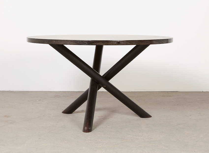 RoundModernist DiningTable 1