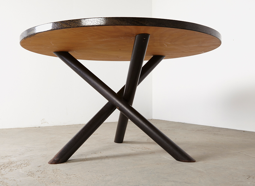RoundModernist DiningTable 4